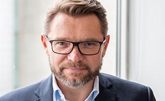 Bartosz (Bartek) Bednarz, Vice-Président Exécutif, Directeur de la Stratégie Produits et Portefeuille